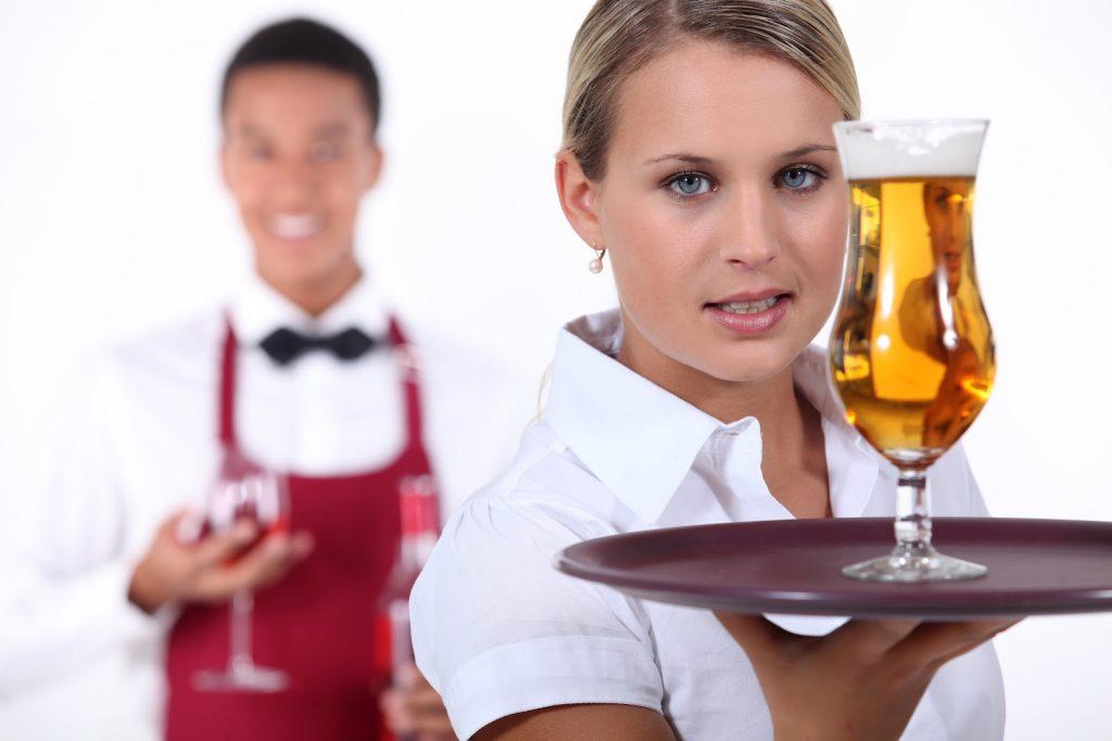 pracovna ponuka v zahranici casnik v bare